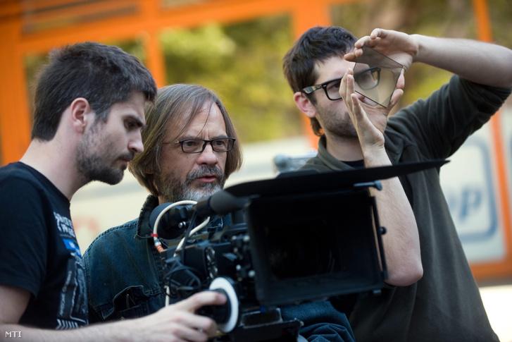 Novák Emil, rendező operatőr (középen)