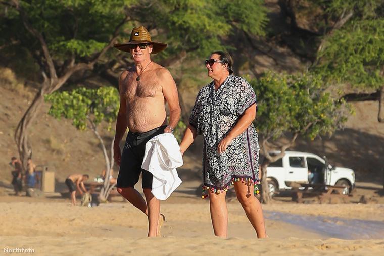 A napokban például egy Hawaii-i tengerparton romantikáztak, miközben a színész születésnapját is megünnepelték.
