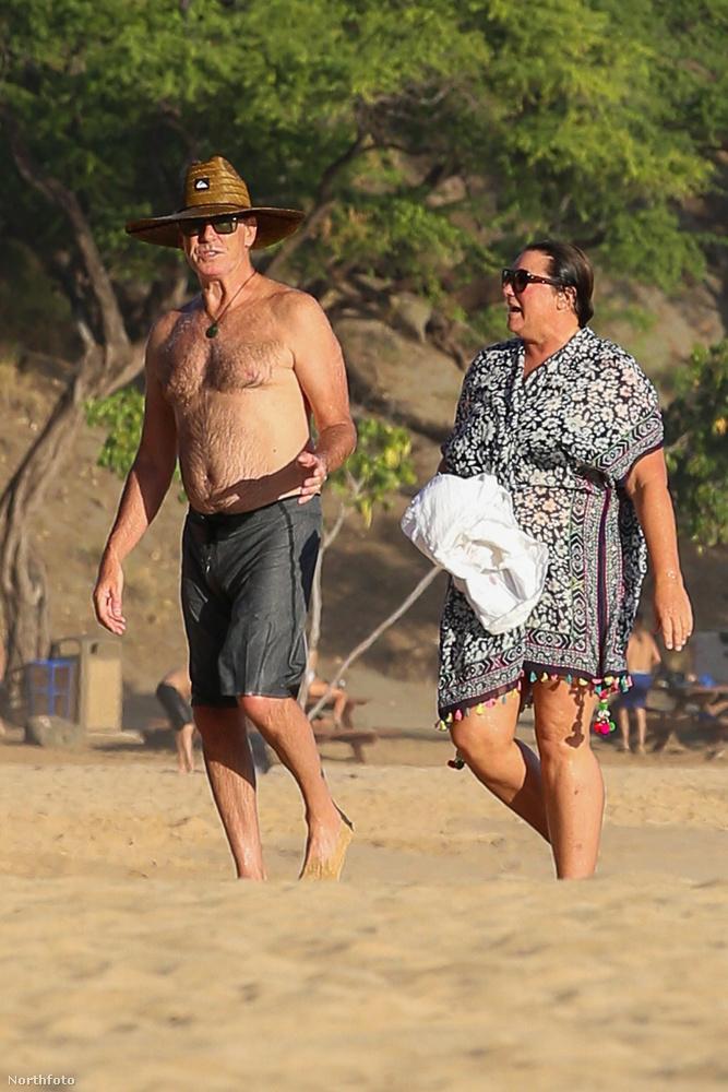 Szabadidejét pedig kifejezetten szívesen tölti feleségével, Keely Shaye Smith-szel, akivel 23 éve vannak együtt.