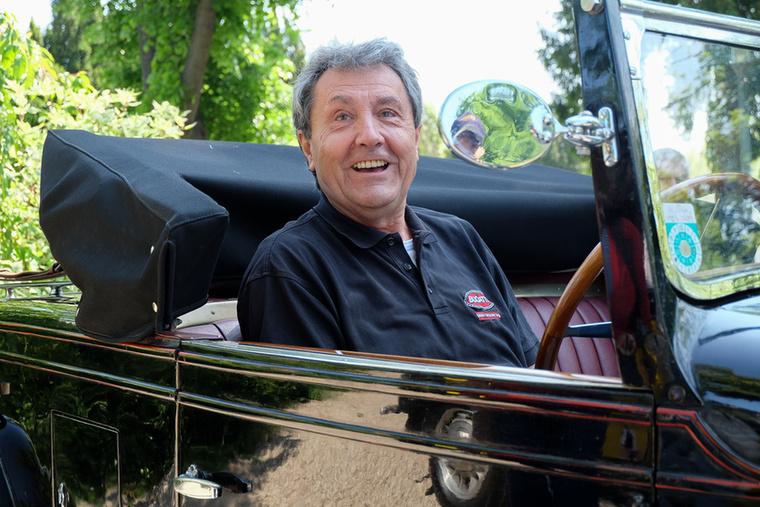 Werner Gradisch, T44-es Bugatti tulajdonos, egyben az osztrák Bugatti-klub vezetője is egyben