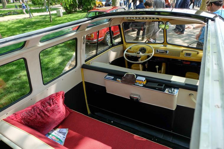 Nem is sima Transporter  1, hanem egy 23-ablakos Samba, ami a legdrágább