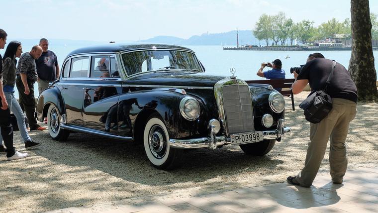 Mercedes-Benz 300 S, az a típus, amelyből Adenauer német szövetségi kancellárnak négy is volt szolgálati ideje alatt