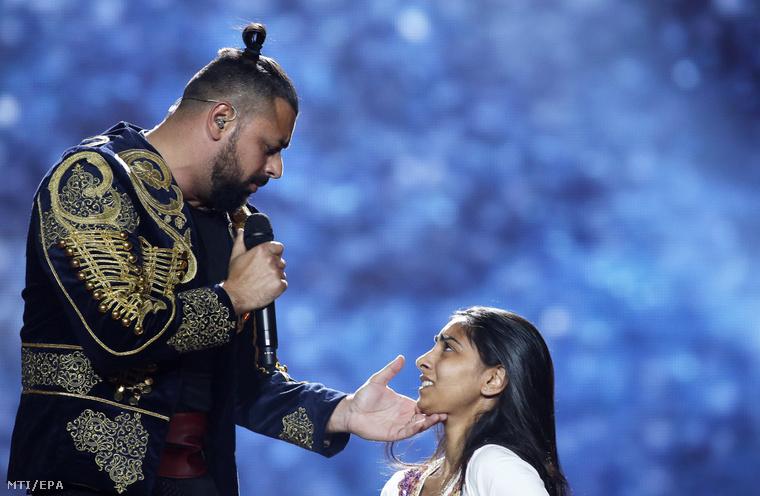Pápai Joci és a táncoslány, Virág Alexandra az Eurovízió 2017-es döntőjében.