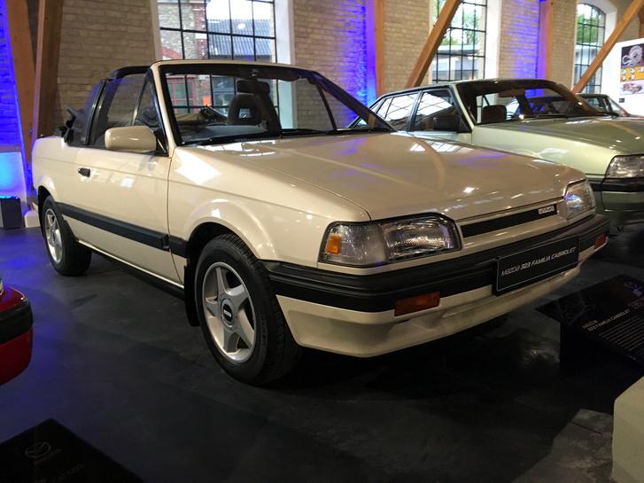 Ez is egy BF-es Mazda 323, mint az első autóm, de még soha nem láttam élőben kabrió változatot