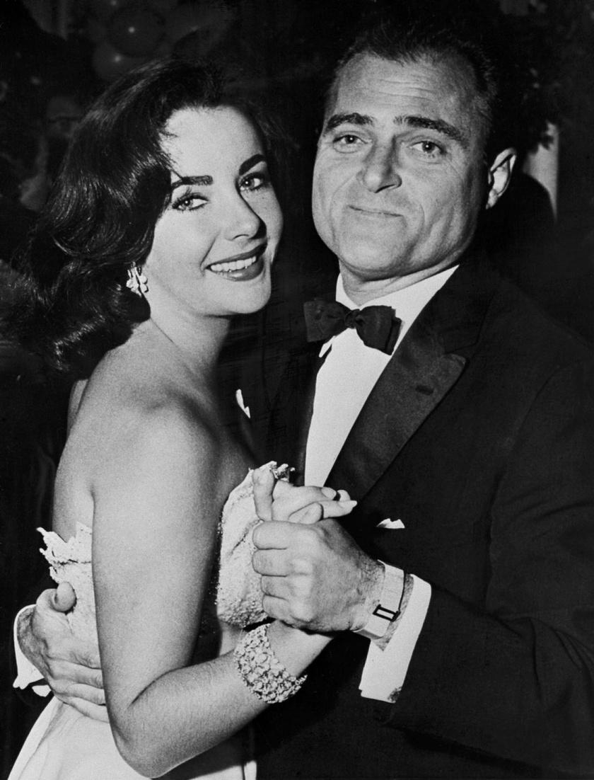 Elizabeth Taylor harmadik férje Mike Todd volt, aki egy repülőgép-szerencsétlenségben hunyt el 1958-ban.