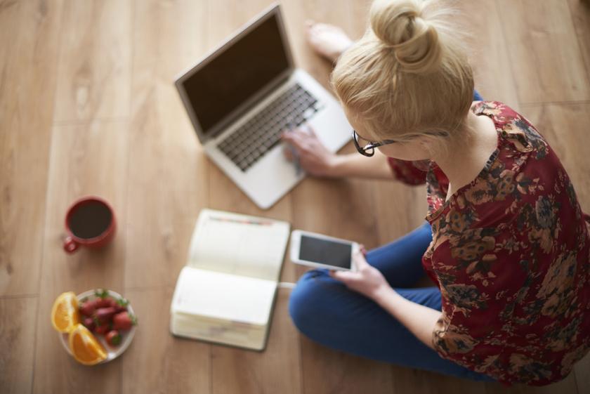 laptop-naptar-telefon