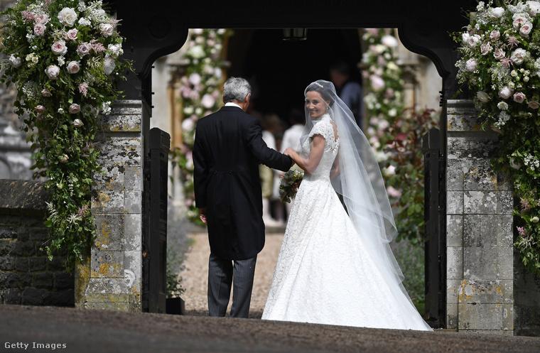 És íme a menyasszony, aki egyébként James Matthews milliomos bankárhoz ment feleségül...