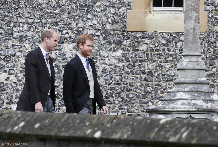 És a menyasszony előtt érkezett meg Vilmos és Harry herceg is
