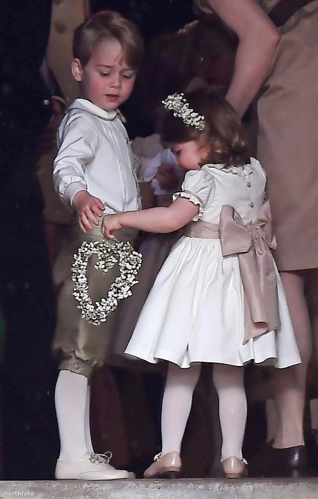 Azért György herceg biztos, ami biztos, segített neki a feladat teljesítésében.