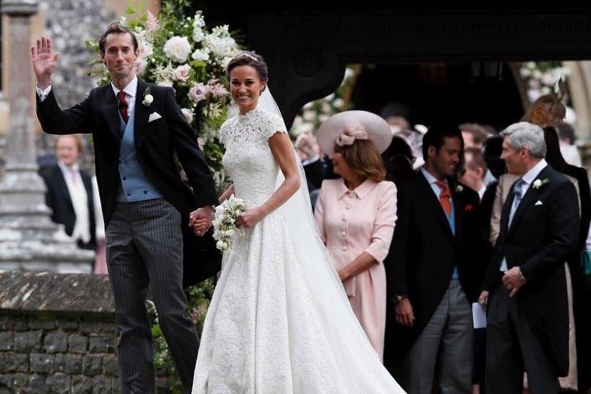 Pippa Middleton Giles Deacon ruhában, egy Stephen Jones fátyol és egy Maidenhair Fern tiara alatt a Manolo Blahnik elefántcsontfehér cipőiben mondta ki a boldogító igent.