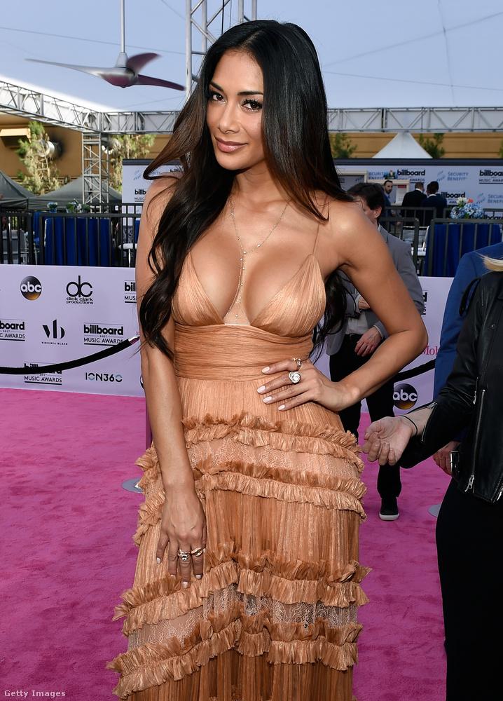 Nicole Scherzinger meg szeretné önnek mutatni, hogy mennyi szép érdekesség volt vasárnap éjjel-hétfő hajnalban a Billboard díjkiosztóján Las Vegasban