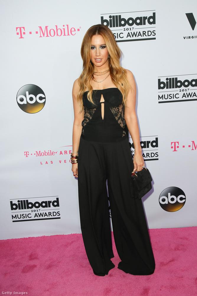 Ashley Tisdale a lábfejet is eltakaró nadrágszoknyát kívánja újra divatba hozni
