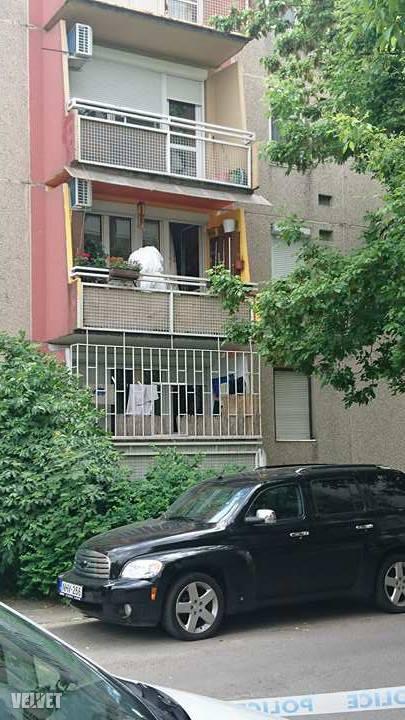 Ebben az első emeleti lakásba találták meg a csepeli asszony holttestét.