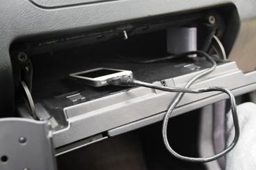 Ezzel a kábellel kommunikál a Becker az iPaddel