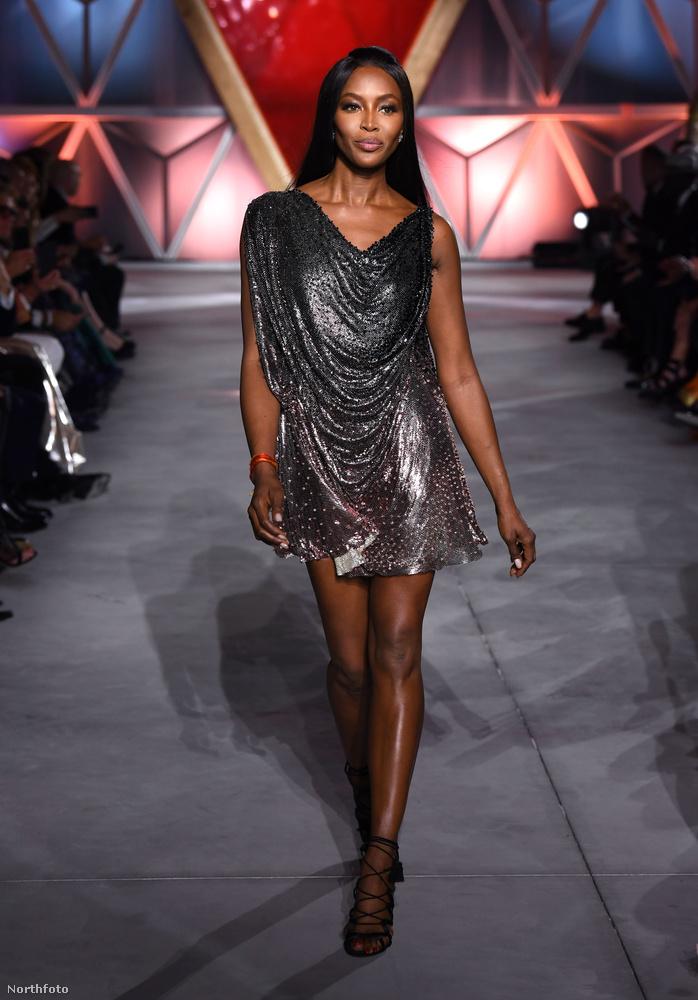 Az eseményt Naomi Campbell nyitotta meg, jelenlétével pedig az emberek tudtára adta, hogy egy Maison Margiela-ruhában lehet a leghatékonyabban pénzt gyűjteni a természeti katasztrófát elszenvedett emberek és az éhező gyerekek számára