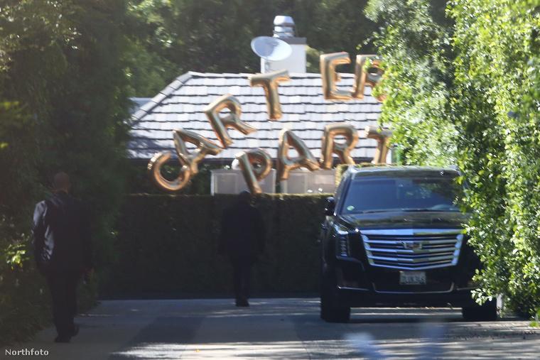"""Ez volt a főbejárat: itt érkeztek meg a vendégek a """"Carter Kitoló"""" partira"""