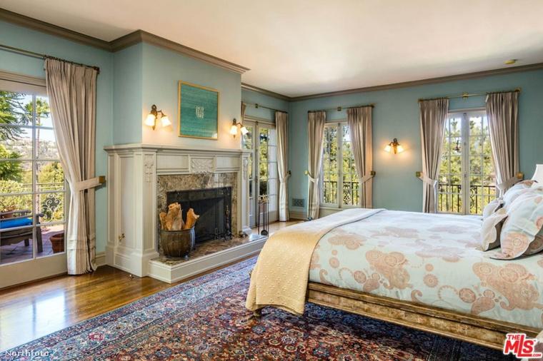 Ez a hat hálószoba egyike.