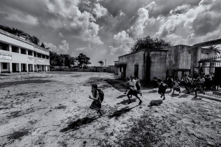 Ranita egykor maga is indiai kisgyerekként élte mindennapjait Bengál közelében. A mai oktatási helyzetet látva érezhet némi javulást, de a fejlődés igen lassú. Fotó: Ranita Roy