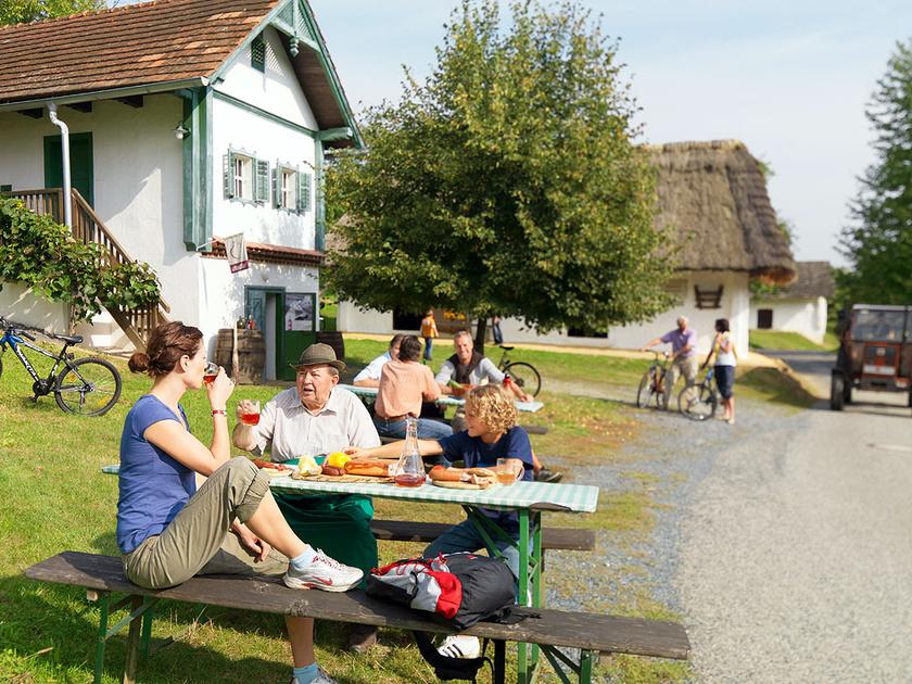 Ha Burgenlandban jársz, kóstold meg az uhudlert! Fotó: Burgenland Tourismus Croce & Wir Bgld Teil