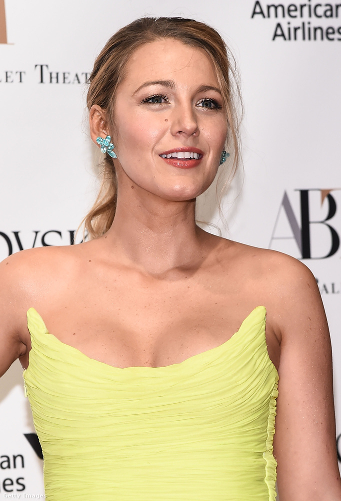 Ryan Reynolds felesége az esetek nagy többségében csodásan fest, és persze ez a ruházat sem csökkent az értékéből, de azért a pánt nélküli, sárga páncél nem mindenkinek áll jól