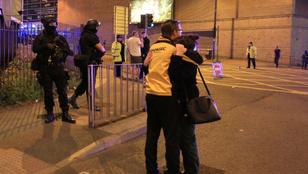 Manchesteri robbantás: Ariana Grande nem folytatja turnéját