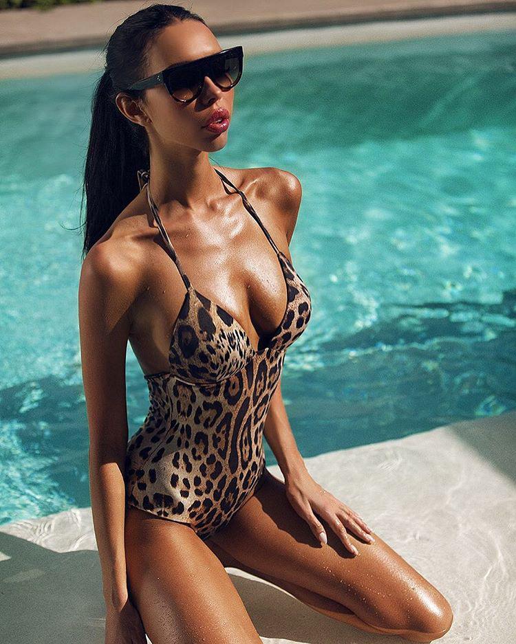 Napicsaj rovatunkban ma a 27 éves Ksenia Tsaritsina varázslatos mindennapjaiba nyerhet bepillantást, aki egy kőgazdag orosz üzletember, Alekszej Shapovalov oldalán igyekszek megfelelni az oligarchafeleségekre vonatkozó sztereotípiáknak.
