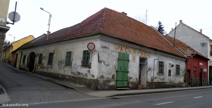 Lenkey szülőháza a Kovács János és a Széchenyi István út sarkán