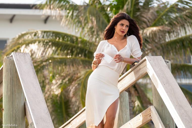 Sorozatunk első részében az indiai származású Priyanka Choprát csodálhatja meg - először ruhában (így), aztán a továbbiakban minden lehetséges oldalról, bikiniben, a Csendes-óceán partján vagy benne.