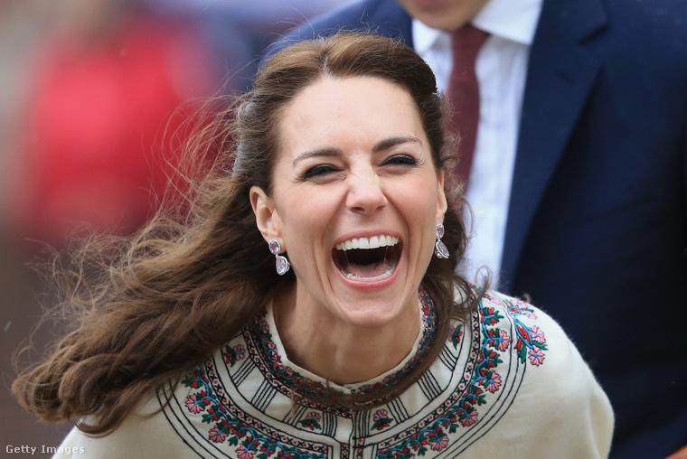 Összefoglalva tehát az alábbi mondattal nyűgözheti le kellőképpen a brit családot:A vacsora elköltését követően pompás lenne, ha velem tartana a szalonba, kedves Katalin, hogy kitárgyaljuk, mely illatszer dominál Sarolta hercegnő budoárjában