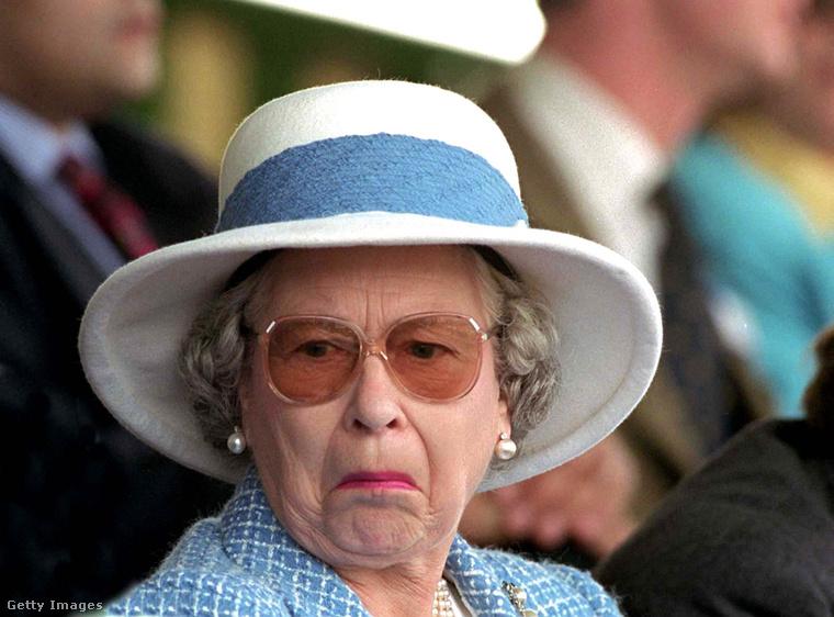 """Tudni érdemes, hogy ők nem viselnek parfümöt, hanem illatszerrel fújkálják össze magukat, arra pedig, hogy """"nagyon kellemes az önből áradó illatszer, Erzsébet"""", nehéz reagálni"""