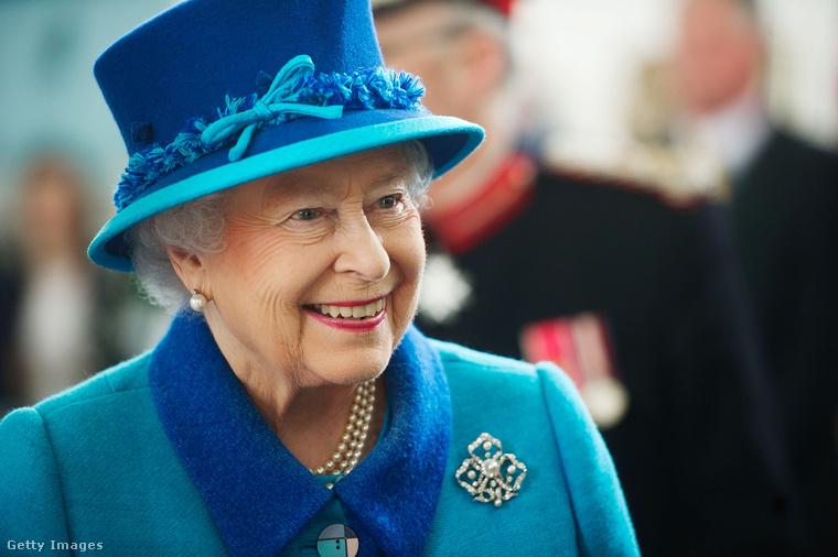 Ha véletlen rátaposna a királynő lábára, minden bizonnyal egy sajnálkozó pardonnal próbálná meg helyrehozni a hibáját