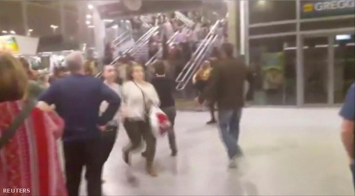 A robbanás utáni pillanatok az Arénában