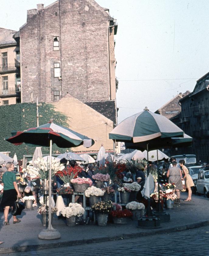A kedvelt Fény utcai piac pedig így nézett ki 1969-ben.