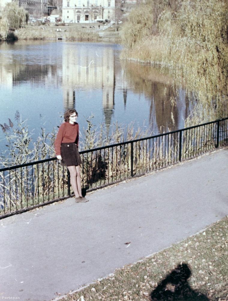 Igen, ez a Feneketlen-tó a Kosztolányi Dezső téren
