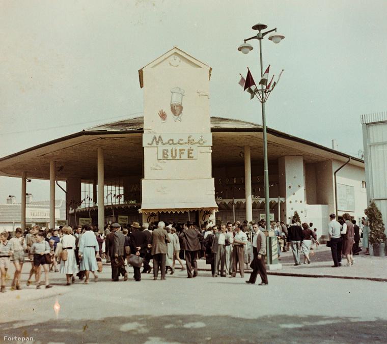 1958 Albertirsai úti vásár területe, ahol az Országos Mezőgazdasági kiállítást rendezték.Nem tudjuk, hogy a Mackó büfében kapható volt-e mackó sajt.
