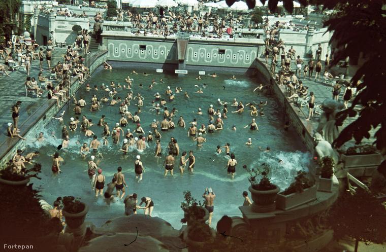 1940-ben a Gellért-fürdőben.