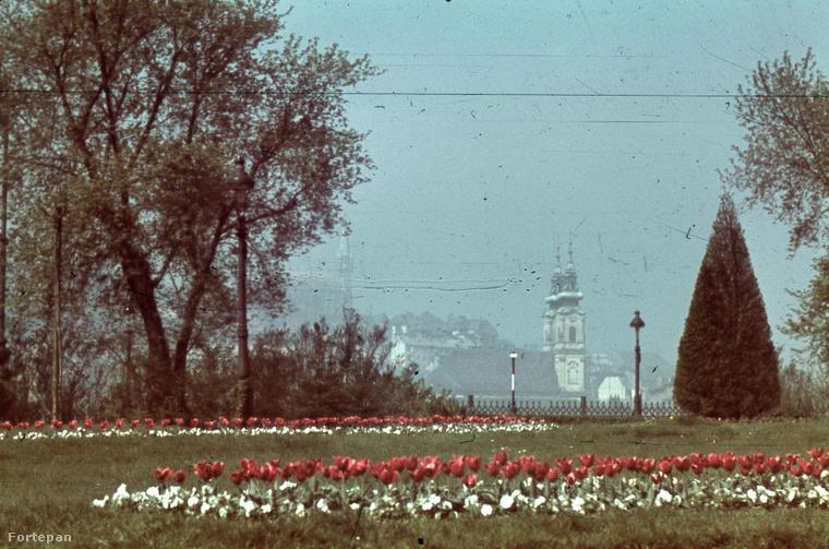 És ilyen volt a nyár 1940-ben a Kossuth Lajos téren