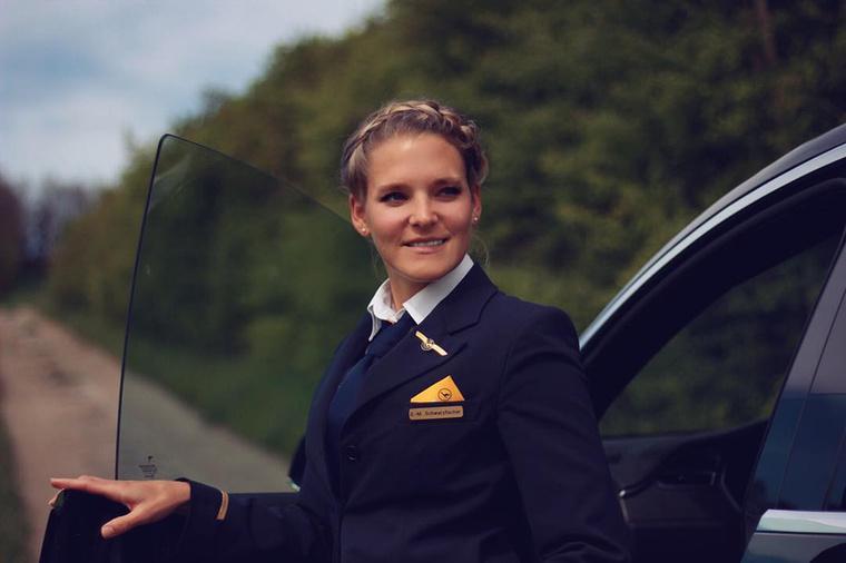 A német hölgy elég jól fest egyenruhában is, de nélküle még inkább, amit számos példával tudunk igazolni.