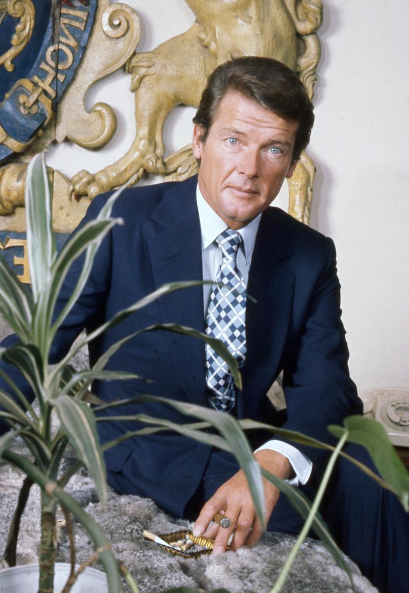 Legismertebb szerepében, 007-es ügynökként.