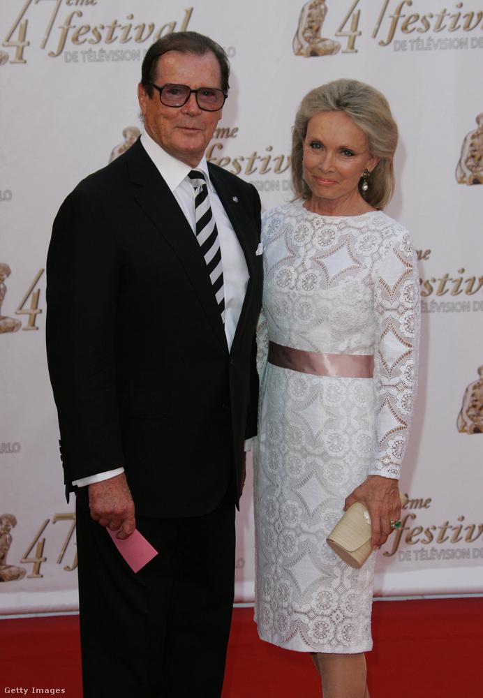 Ő viszont már a negyedik felesége, Christina Tholstrup, aki egyébként korábban a színész harmadik nejének a barátnője volt