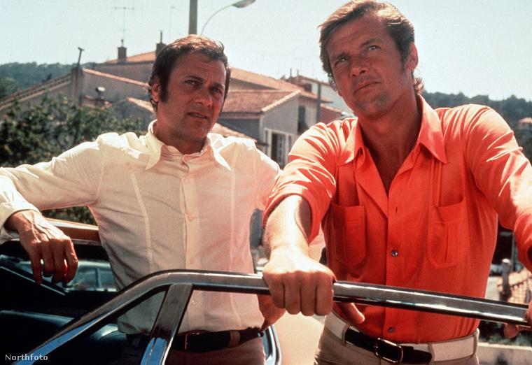 Az előző fotón és ezen is Tony Curtisszel látható, csak cirka 35 év különbséggel
