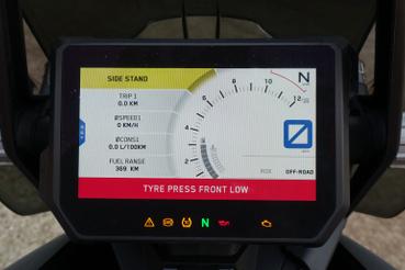 A 1290 Super Adventure R megkapta a teljesen új TFT kijelzőt. A tükröződés elkerüléséhez a TFT-t közvetlenül a gorilla glass-ra ragasztották. A My Ride funkcióval a kijelzőt összekapcsolhatjuk a mobiltelefonnal, és akár vezérelhetjük is azt, például léptethetünk a zenék között, vagy fogadhatjuk a bejövő hívást