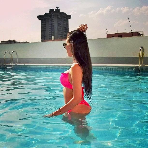 Az instája magas koncentrációban tartalmaz bikinis képeket.