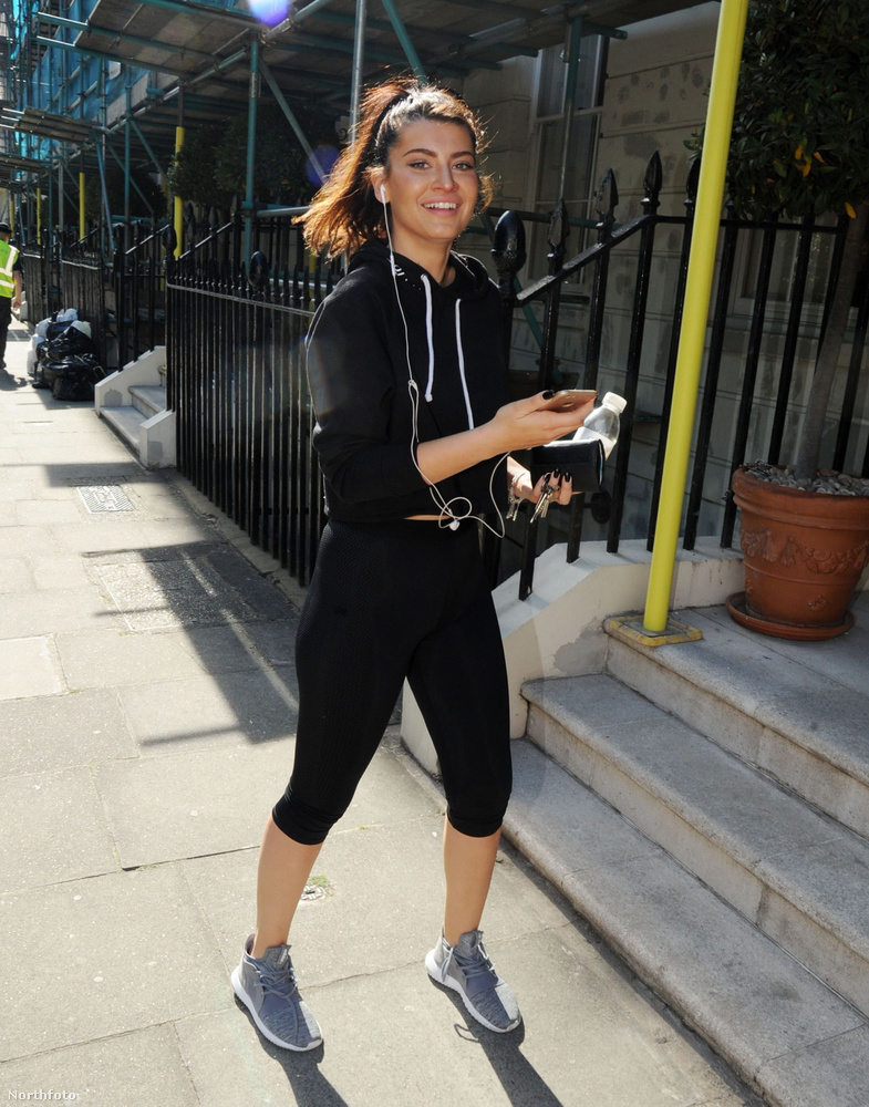 A fiatal nőnek sosem volt álma a pincérkedés, éppen azért utazott Londonba, hogy a színészi pályafutását előremozdítsa.Ebben nagy segítségére volt hogy egy szép napon összefutott Orlando Bloommal.