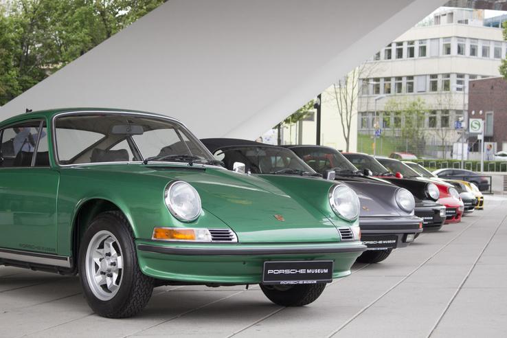 Az ős 911-esen már szinte minden formai elem megtalálható, amitől ma is Porsche egy Porsche