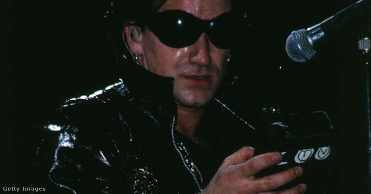 Bono a Zoo TV című turné New York-i állomásán 1992. augusztusában.