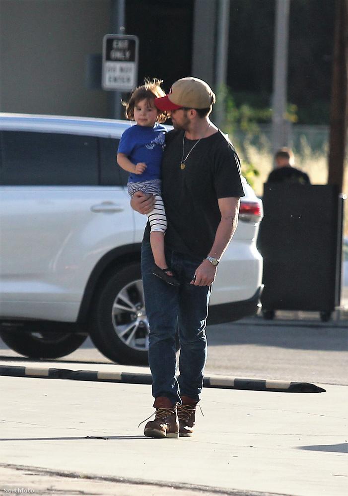 Ryan Gosling pedig szemmel láthatóan rajong a kislányáért