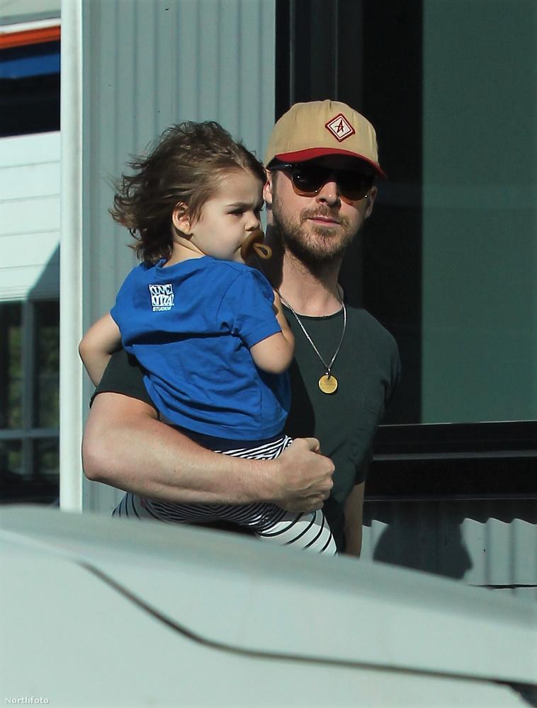 Eva Mendes és Ryan Gosling csak nagyon ritkán mutatkoznak együtt a fotósok előtt, de a tüneményes kislányuk Esmeralda viszont annál inkább.Mostanában sokat szerepel a képeken együtt világhírű apjával