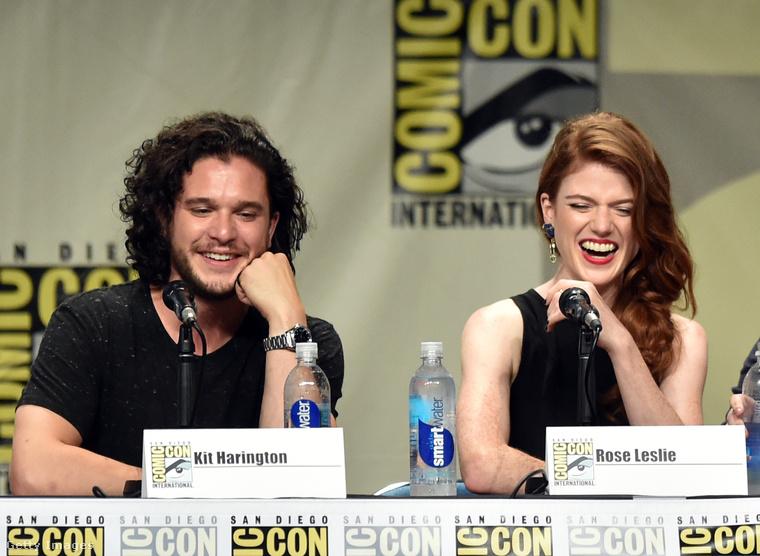 Kit Harington és Rose Leslie boldogságban úszik a Comic Con fesztiválon.