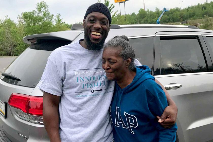 Shaurn Thomas szabadulásakor édesanyjával